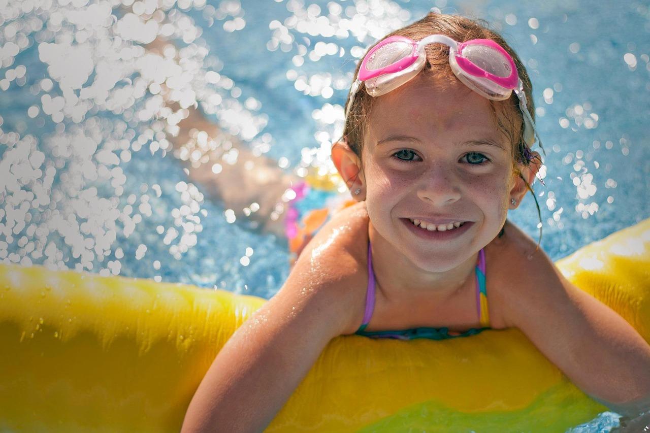 kid-swimming